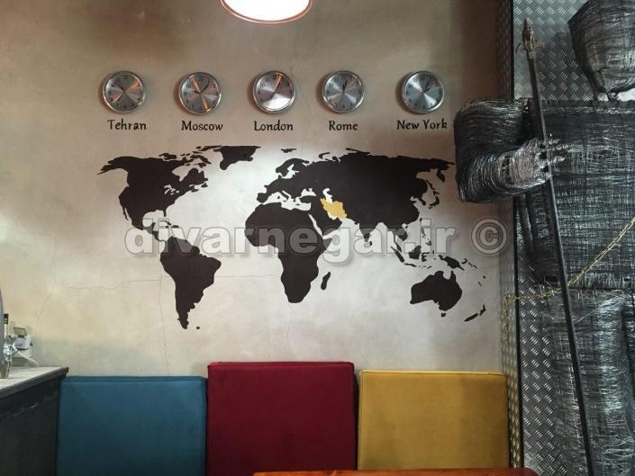 نقاشی نقشه جهان روی دیوار