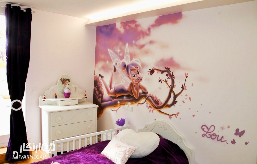 نقاشی تینکربل روی دیوار