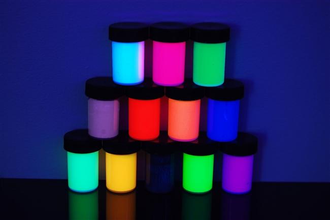 fluorescent colors  - سه نکته درباره نقاشی بلک لایت که احتمالا نمیدانستید