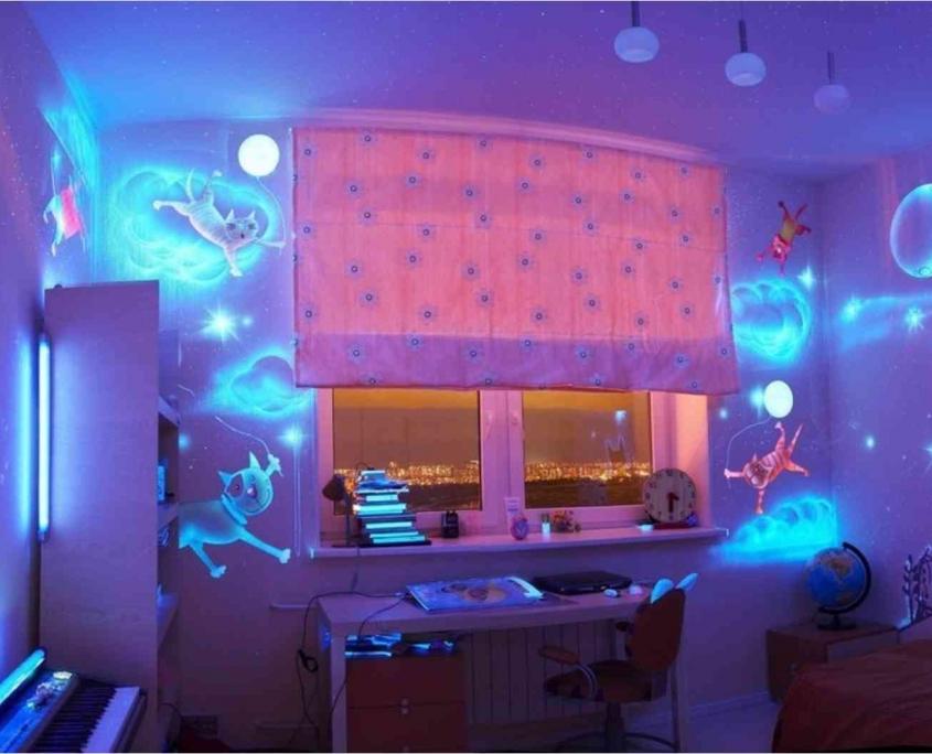 fluorescent kitchen 16 845x684 - نقاشی دیواری شب تاب و تفاوت آن با نقاشی بلک لایت